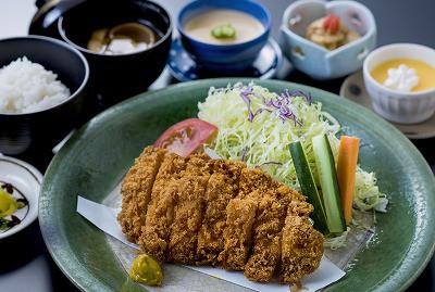 茶美豚ロースカツ定食